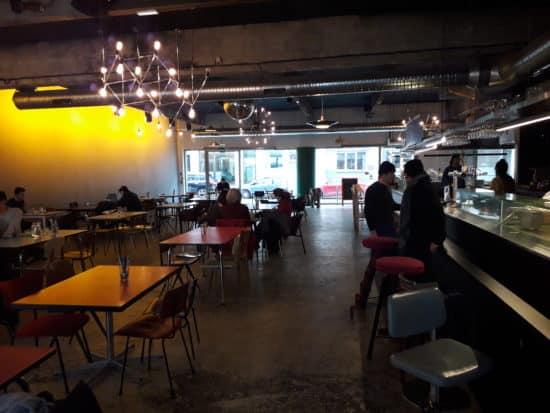 Salle intérieure du bar le Grand Breguet